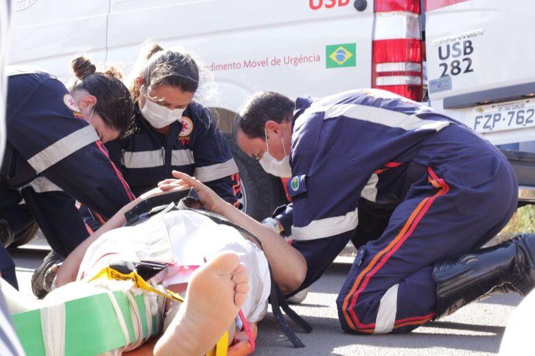 Motociclista sofre fratura exposta após atropelar cão no São Carlos 8 - Crédito: Marco Lúcio
