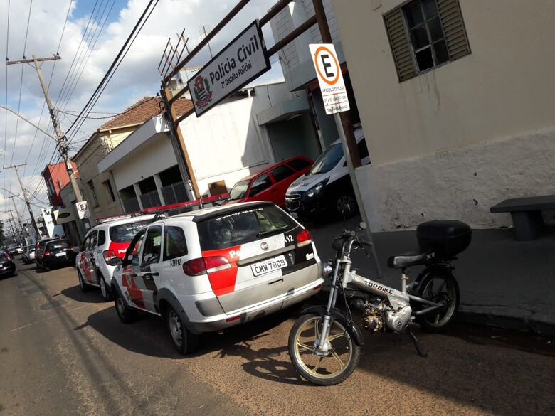 Proprietário de moto prende ladrão durante tentativa de furto - Crédito: Maycon Maximino