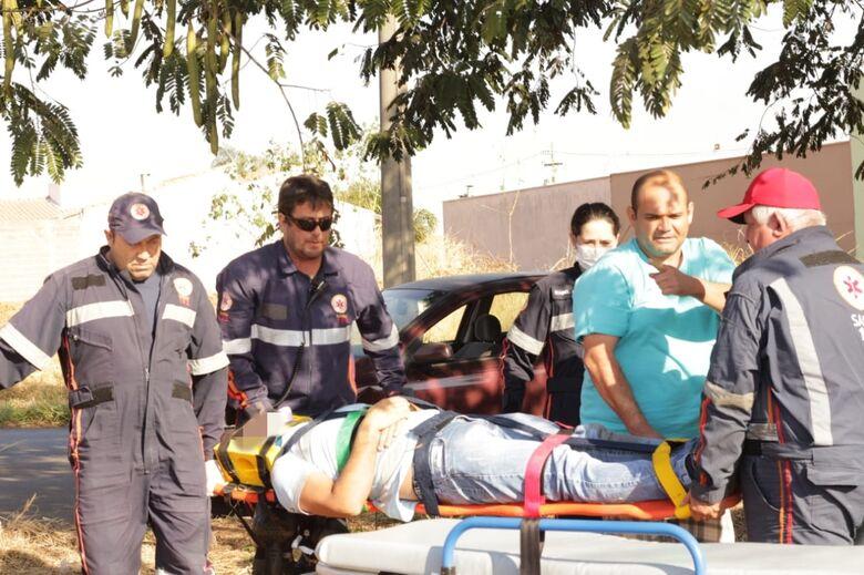 Colisão no Embaré deixa um motociclista ferido - Crédito: Marco Lúcio