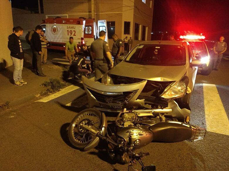 Motociclista sofre fratura exposta após ser atingida por carro - Crédito: Luciano Lopes