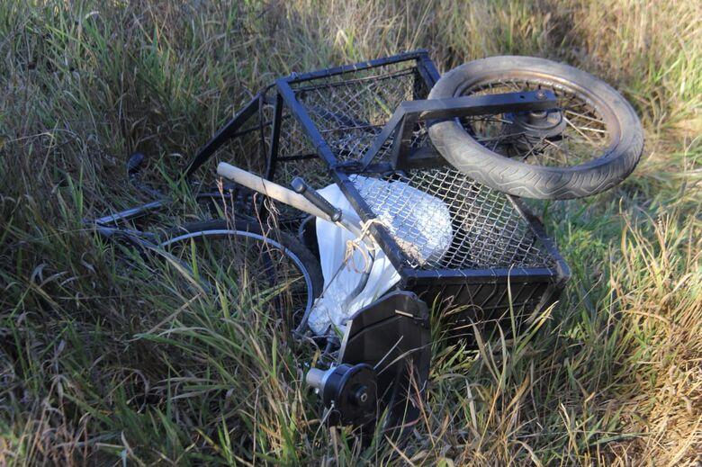 Após colisão, ciclista é arremessado em matagal na Guilherme Scatena - Crédito: Maycon Maximino