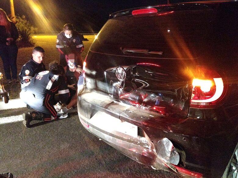Motorista provoca colisão em alça de acesso e foge - Crédito: Luciano Lopes