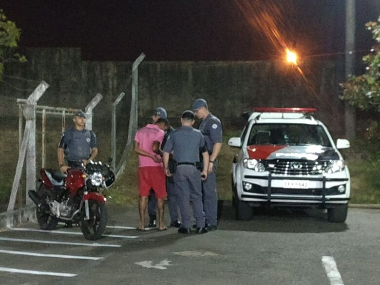 Polícia prende acusado de roubo a estabelecimento comercial - Crédito: Luciano Lopes