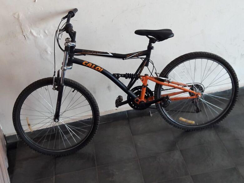 Ladrão arromba portão para furtar bike - Crédito: Maycon Maximino