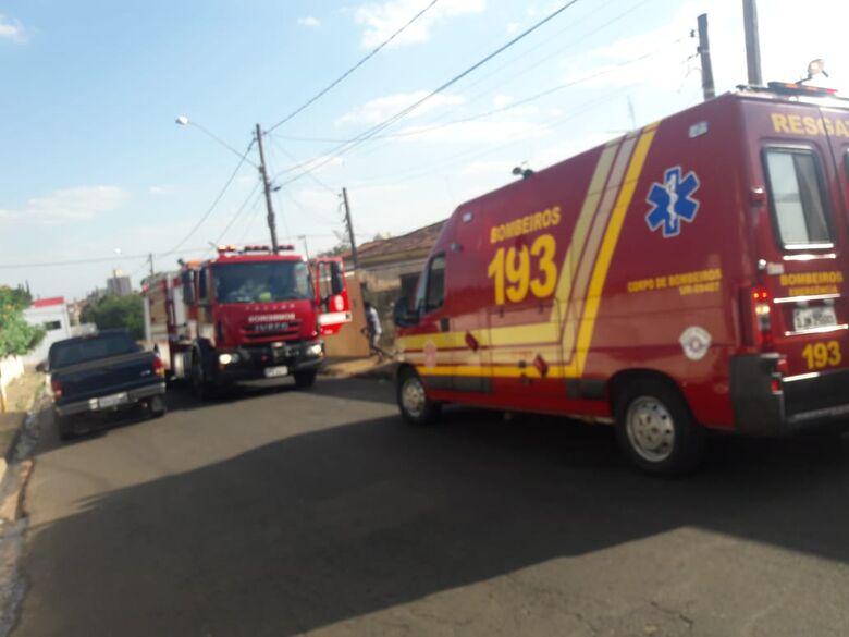 Homem inala fumaça e desmaia em princípio de incêndio - Crédito: Maycon Maximino