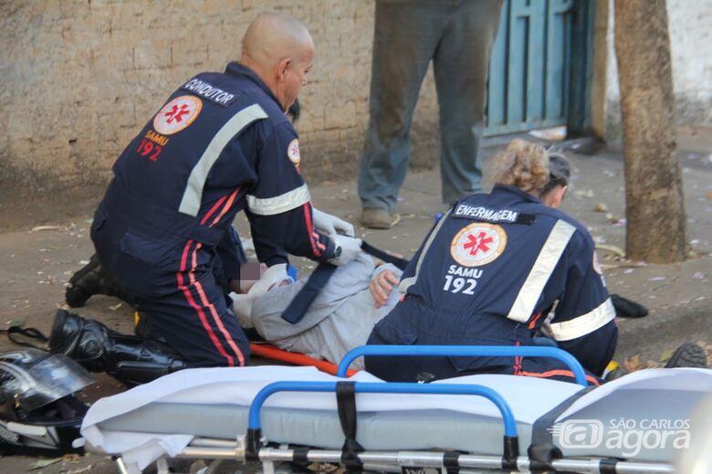 Motociclista freia bruscamente e sofre queda no Jardim Munique - Crédito: Maycon Maximino