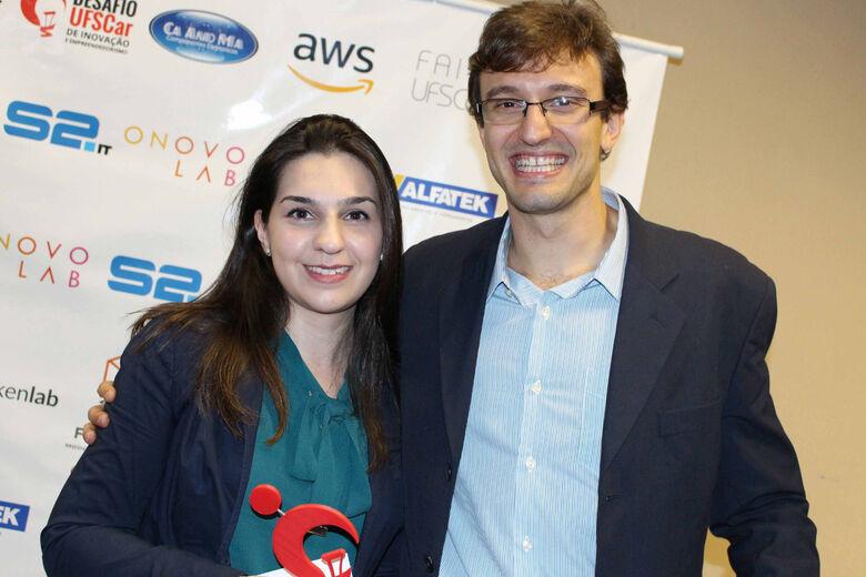 Marina Trevelin e Gustavo Valio em evento de premiação na UFSCar - Crédito: Tatiane Liberato/AIn-UFSCar