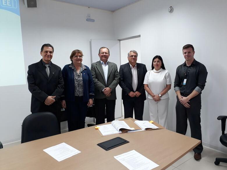 Representantes da UFSCar, FAI, HU e CPFL celebram assinatura do termo - Crédito: Gisele Bicaletto-UFSCar