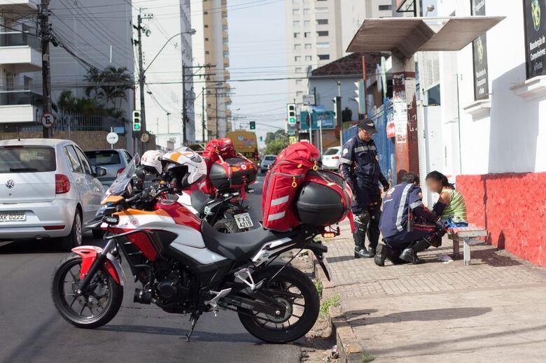 Mulher é vítima de atropelamento na avenida São Carlos - Crédito: Marco Lucio