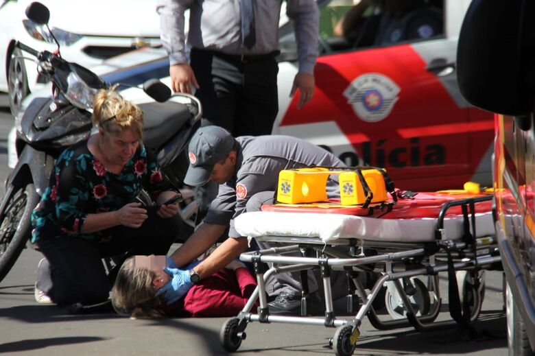 Colisão no centro deixa motociclista ferida - Crédito: Maycon Maximino