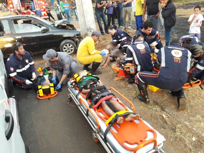Colisão contra poste deixa seis feridos na Bruno Ruggiero - Crédito: Maycon Maximino
