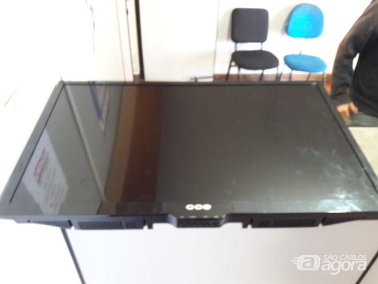 Suspeitos afirmam ter comprado TV por R$ 50 - Crédito: Maycon Maximino