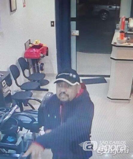 Ladrões armados invadem salão de beleza e roubam comerciante e clientes [veja vídeo] - Crédito: Maycon Maximino