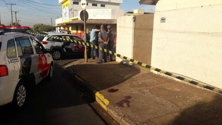 Dono de padaria reage e atira na cabeça de assaltante em cidade da região - Crédito: Jornal Cidades