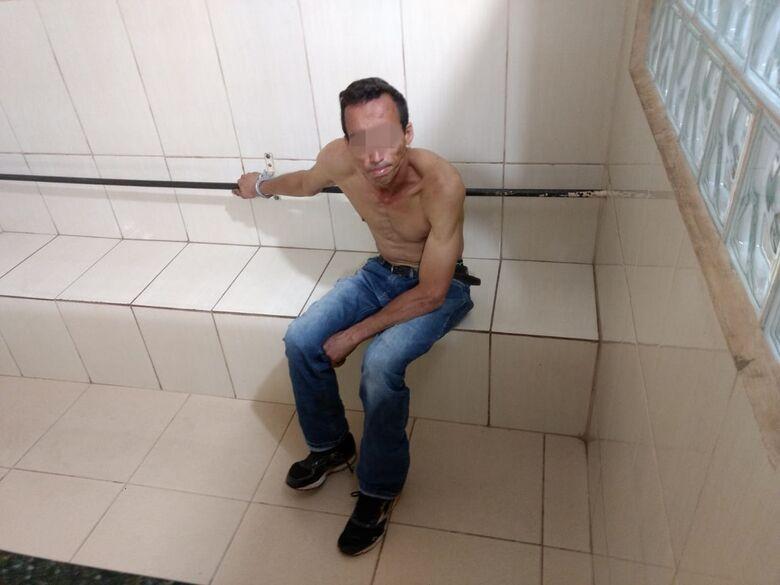Jovem domina ladrão e impede furto no Centro - Crédito: Luciano Lopes