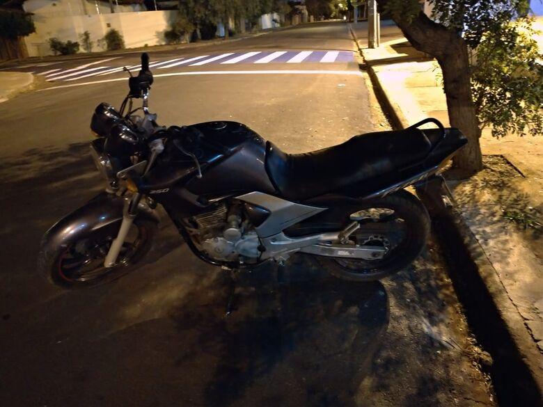 """Servente """"compra"""" moto furtada por R$ 500 e inicia semana na cadeia - Crédito: Maycon Maximino"""