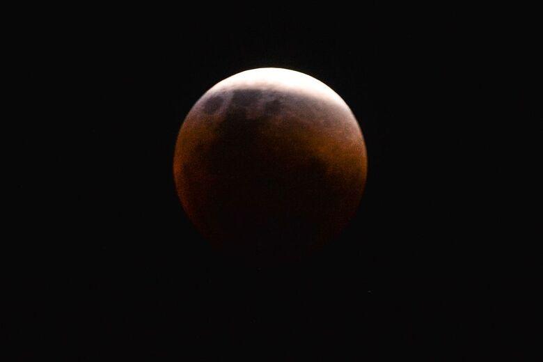 Maior eclipse total da Lua do século 21 acontece nesta sexta-feira - Crédito: Marcello Casal jr/Agência Brasil/Agência Brasil