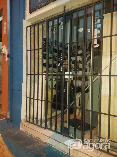 Câmeras de segurança flagram furto em loja no Centro [veja vídeo] - Crédito: Marco Lucio