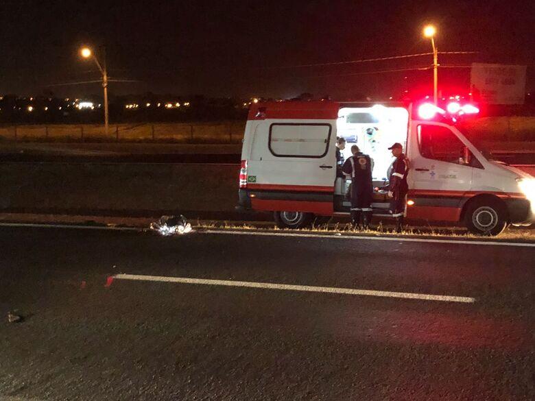 Homem morre atropelado por caminhão na Washington Luis - Crédito: Araraquara 24 horas