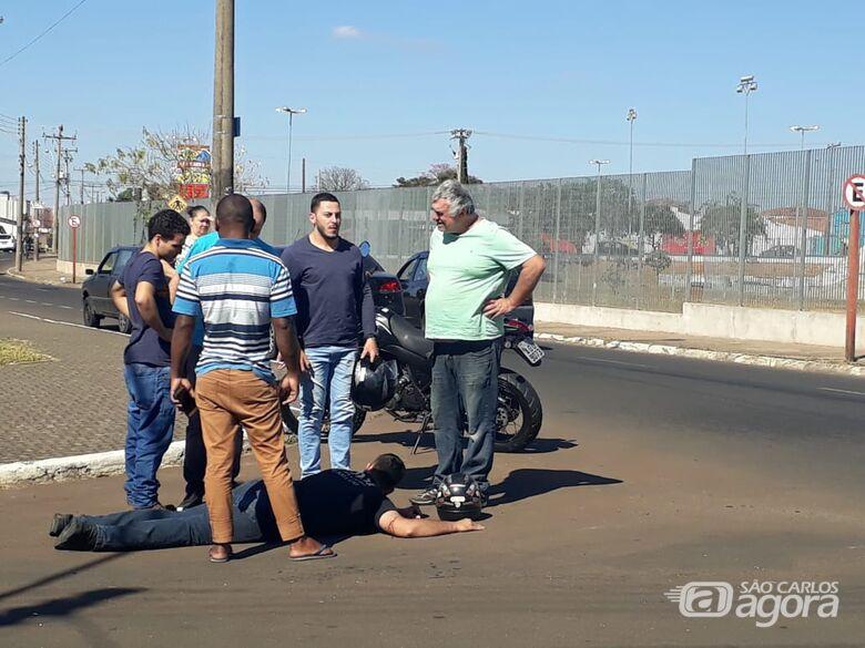 Motorista causa acidente e abandona motociclista no Santa Felícia - Crédito: Abner Amiel/Folha São Carlos e Região