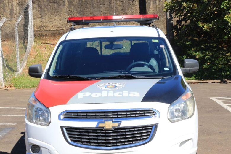 Dupla é flagrada em carro furtado no centro - Crédito: Arquivo/SCA