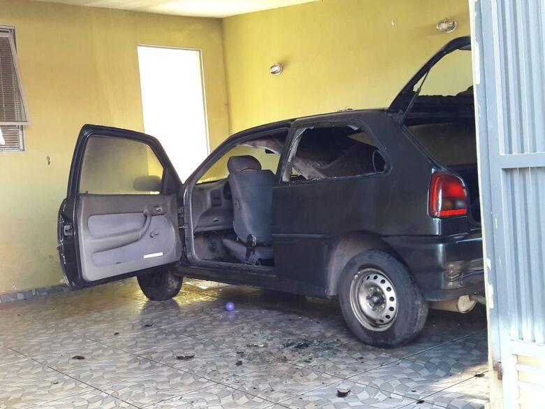 Mulher acusa ex-marido de atear fogo em carro - Crédito: Maycon Maximino