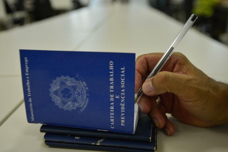 Acordo com Ministério do Trabalho permitirá que Correios emitam carteira profissional - Crédito: Agência Brasil
