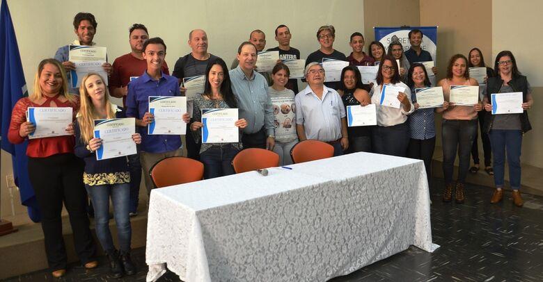 Certificados são entregues para 30 alunos do curso - Crédito: Divulgação