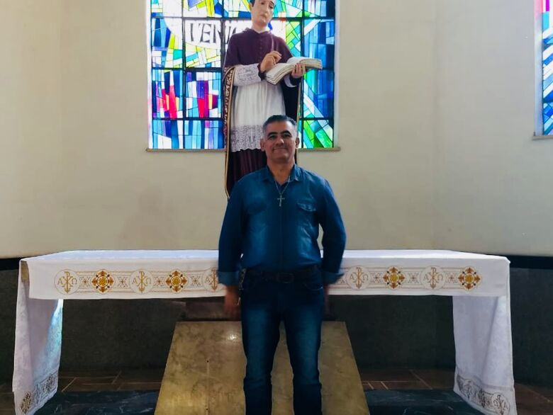 Religioso, Reginaldo Barbosa, em um momento de fé - Crédito: Divulgação