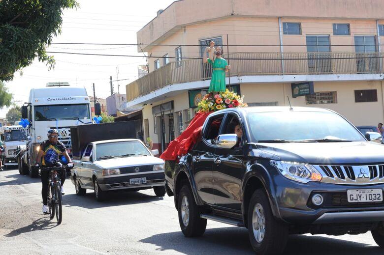Mais de 100 veículos participam da carreata de São Cristóvão - Crédito: Marco Lúcio