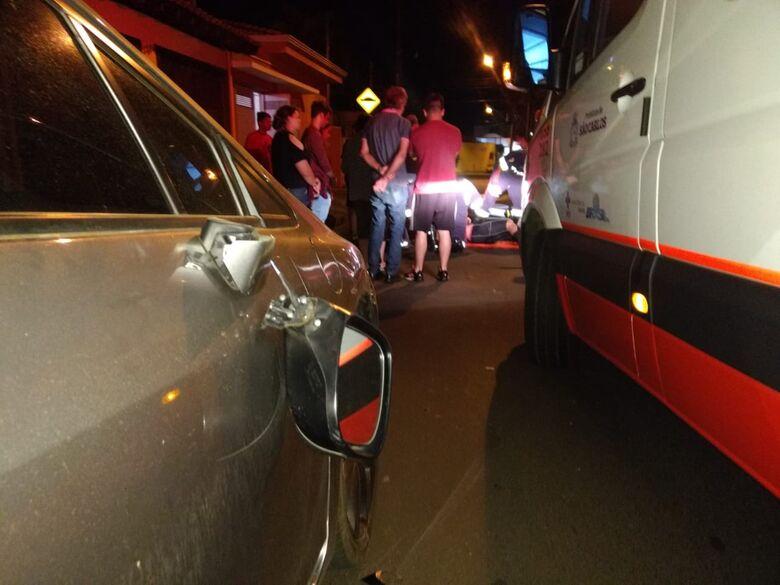 Ciclista sofre acidente na Padre Teixeira - Crédito: Luciano Lopes