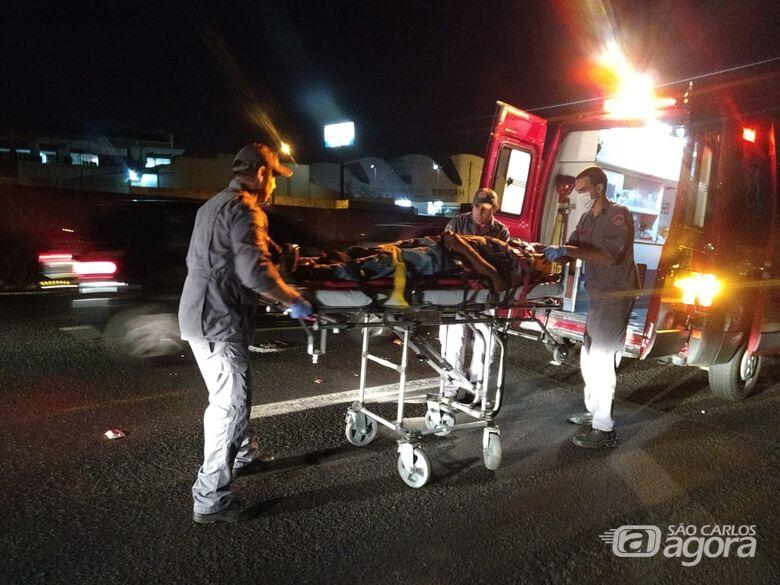 Ciclista é atingido por carro ao tentar atravessar a Washington Luis - Crédito: Luciano Lopes