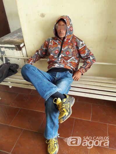 Ladrão agride e rouba celular de mulher em ponto de ônibus na SP-318 - Crédito: Maycon Maximino e colaborador