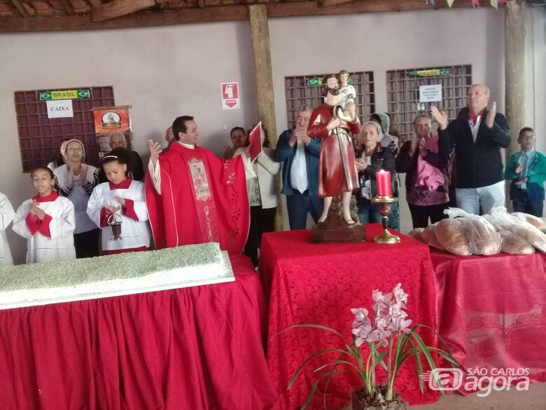 Fiéis participam das homenagens na paróquia de São Cristóvão - Crédito: Divulgação