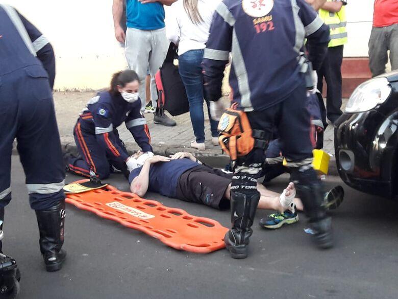 Motorista abre porta de carro e causa acidente com motociclista - Crédito: Maycon Maximino
