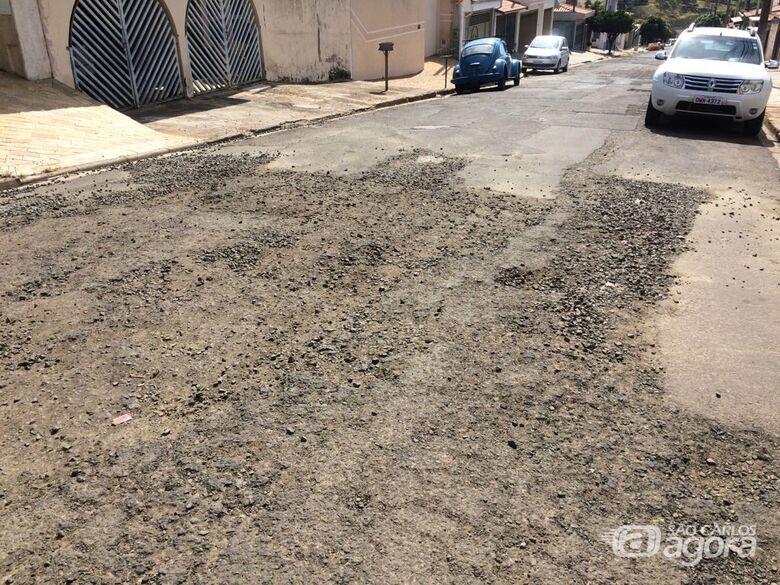 Asfalto esfarela no Ricetti e Prefeitura ignora - Crédito: Divulgação