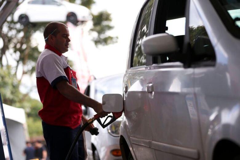 Petrobras eleva gasolina na refinaria e preço se distancia do diesel - Crédito: Agência Brasil