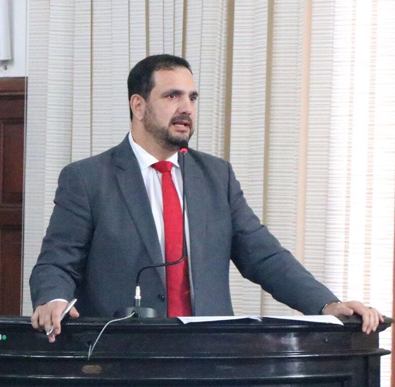 Julio Cesar volta a cobrar Prefeitura sobre regulamentação da função dos professores de apoio - Crédito: Divulgação