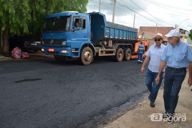 Assinada Ordem de Serviço para recapear mais 24 mil metros quadrados de vias no Cidade Aracy -