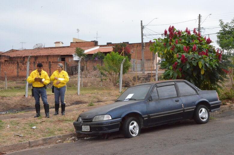 Prefeitura já recolheu sete carros abandonados em ruas de São Carlos - Crédito: Divulgação