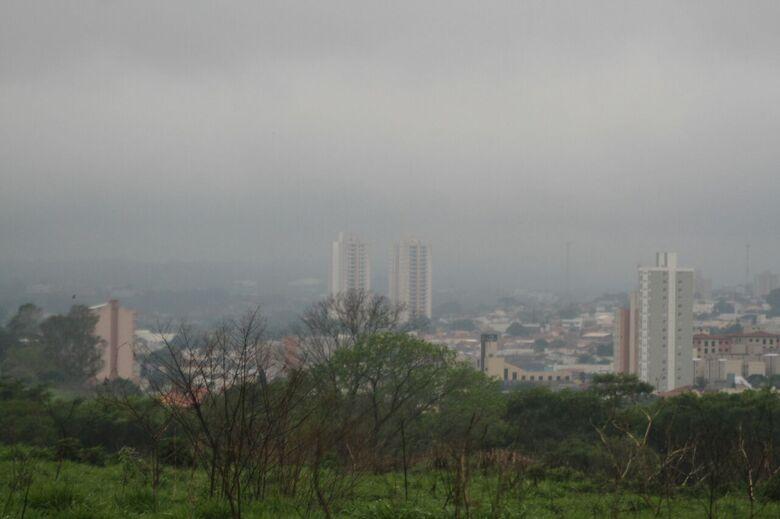 Rajadas de vento derrubam energia elétrica em vários pontos de São Carlos -