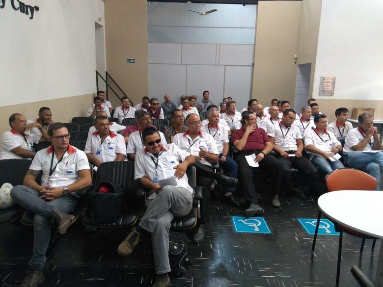 Motoristas, cobradores e fiscais da Suzantur São Carlos passam por treinamento - Crédito: Divulgação