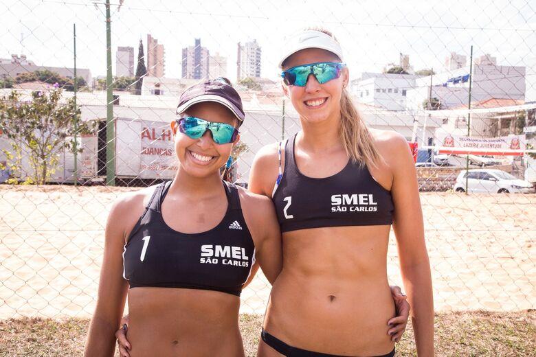 Volêi de Praia de São Carlos começa disputa com vitórias contundentes nos Jogos Regionais -