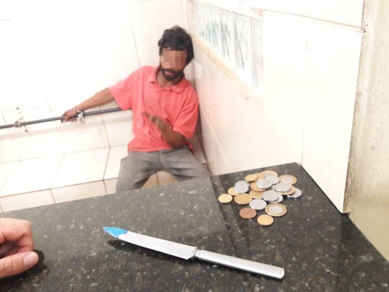 Suspeito é detido com faca no Centro após abordar jovem - Crédito: Maycon Maximino