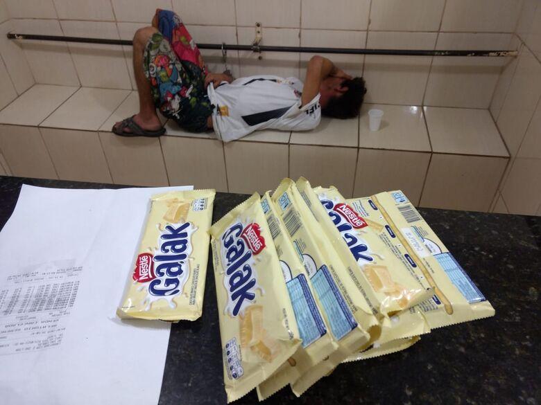 Homem é detido após furtar chocolate em supermercado - Crédito: Luciano Lopes