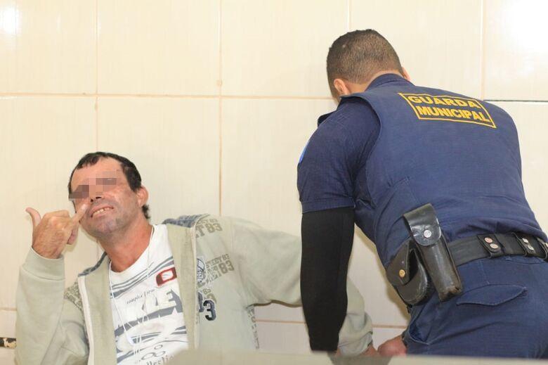 Homem é detido após causar perturbação no terminal rodoviário - Crédito: Marco Lúcio
