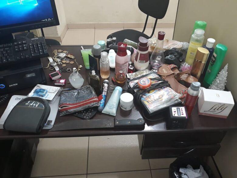 Suspeito de furto é flagrado em telhado de residência no Cidade Aracy - Crédito: Divulgação