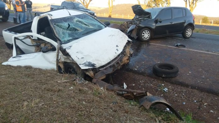 Homem morre após colisão entre dois carros em estrada da região - Crédito: X-Tudo Ribeirão