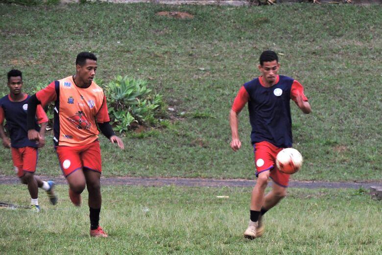Time comandado por Anderson Florentino segue em busca da primeira vitória - Crédito: Gustavo Curvelo/Divulgação
