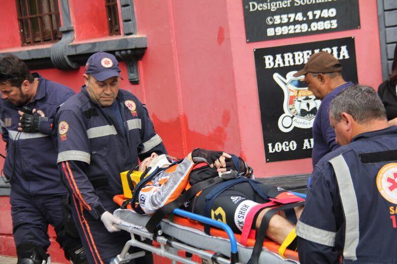 Após colisão, ciclista sofre luxação no ombro - Crédito: Maycon Maximino